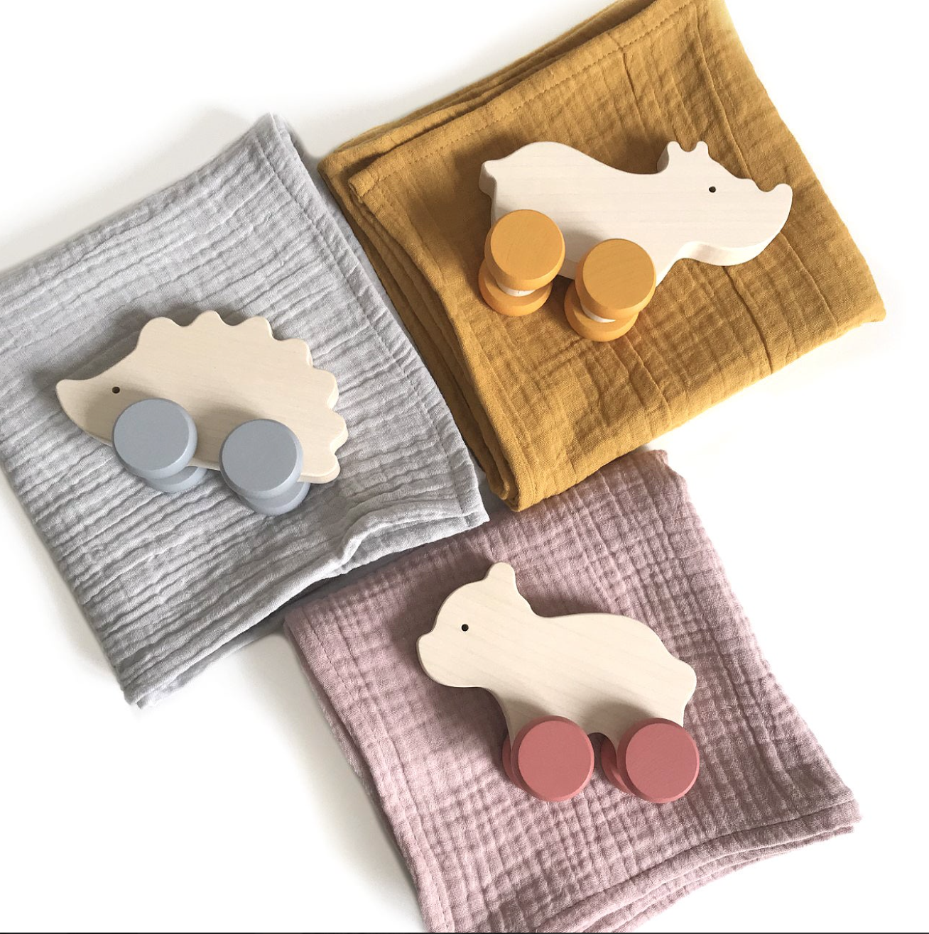 Crib Bed Sheet Gift Set And Wooden Toy  H 9cm W 13cm P 4.5cm